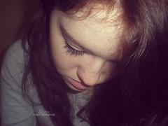 Je baisse la tête, je peux plus, je suis plus assez forte (Alyson - P h o t o g r a p h i e) Tags: de taches rousseurs