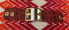 Collier de Chien - Couro Croco Marrom (Flor de Cris) Tags: leopard bracelet spike python bangle bracelete hermes herms pulseira croco couro tachas collierdechien