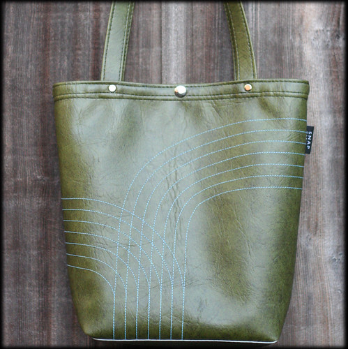 Snap Design tote bag