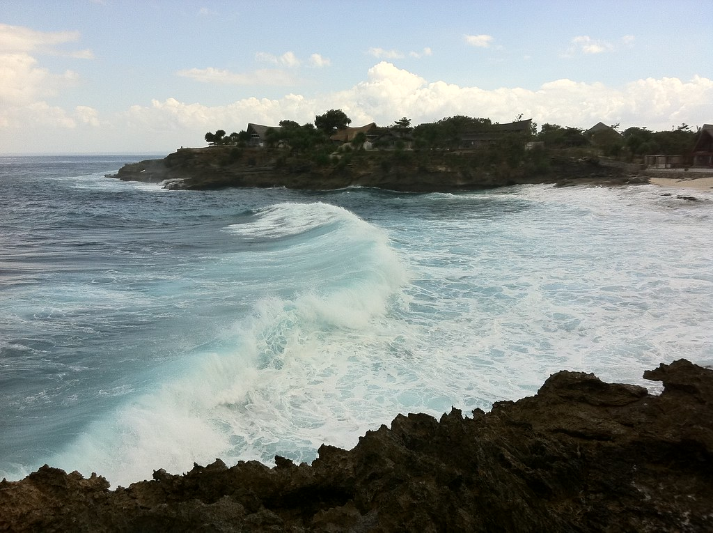 Waves crashing in, Nusa Lembongan