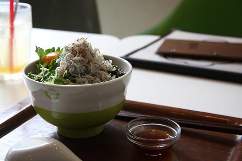 名物!特盛り湘南釜揚げシラス丼(引き)