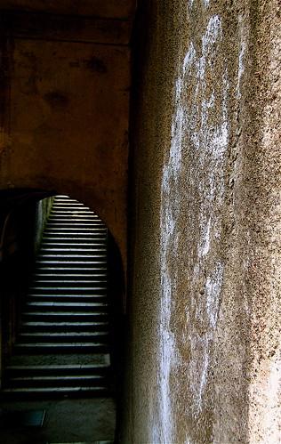 A veces para subir, hay que bajar. by Murasaki_Koe
