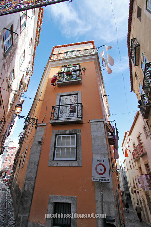 alfama narrow house