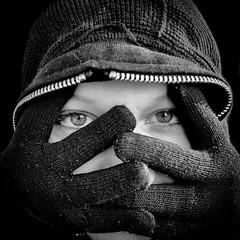 Back Scratcher.. (Peter Levi) Tags: portrait blackandwhite bw woman blancoynegro canon sweden stockholm tokina 1224mm blackwhitephotos