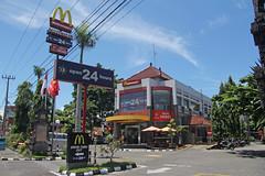 McDonald's Sanur (Bali - Indonesia) (Meteorry) Tags: bali indonesia restaurant march asia open parking fastfood mcdonalds storefront drivethru signage delivery always bigmac curb bypass goldenarches 24hours sanur polesign 2011 meteorry ngurah jalanngurahraibypass jalandanauburan
