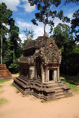 Cambodia | Temple (2uc4 4bb4t3) Tags: bayon jayavarman face cambodia siemreap angkorwat khmer temple jungle stone amazing wat angkor trip asia indochina buddhist basreliefs buddha angkorthom preahkhan taprohm banteaykdei tempio nature natura ruins ablation lucaabbate 2uc44bb4t3