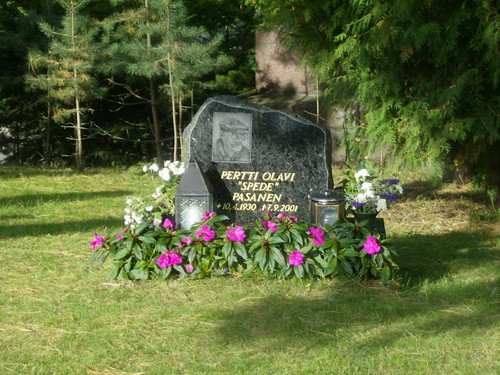 La tumba de Spede Pasanen