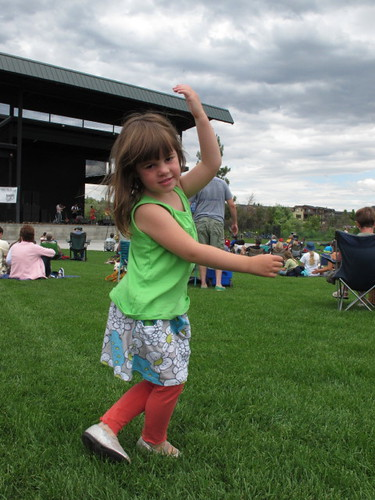 M's dancing at The Greencards Concert #5