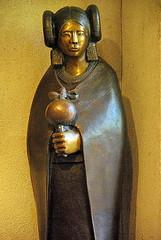 Hopi Maiden Statue - Tlaquepaque - Sedona (Al_HikesAZ) Tags: arizona sculpture art statue bronze artistic sedona az tourist nativeamerican maiden hopi tlaquepaque alhikesaz hopimaiden