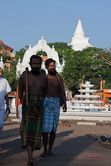 IMG_8046 (Library Images of Sri Lanka) Tags: people photography lights asia stock srilanka ceylon southasia 2011 dagaba beautifulimages adiwasi kalaniya photosofsrilanka imagesofsrilanka priyalmahendre chaiythiya kelaniyatempel waddapeople visittemple
