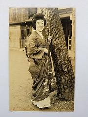 Taisho era geiko (Vatemia) Tags: beauty japan vintage photo eyes view photos traditional calm maiko geiko geisha kimono obi gion miyagawacho okiya taisho gejsza vatemia hotamari