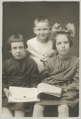 Three children (anyjazz65) Tags: children child bow trio foundphotograph ajo65 bloglgbow20101217 bloglgtrio20070828