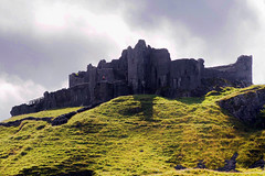 Carreg Cennen castle (crr09004) (marechal jacques) Tags: history castles wales de ruins towers cymru ruin age ruinas histoire historical middle fortifications galle jacques fortress castello pays ages historia rocca castel forts castelli carreg cennen torri castillos medioevo fortresses torres mediaeval kasteel remparts ruines schlsser rovine geschichte fortezza storia zitadelle mittelalter castells chteaux burgen citadelles moyen fortalezas medievali fortificazioni medioevali mdivales marchal mittelalterlichen fortificaciones stadtmauern fortezze forteresses donjons schlosses fortifies pixures wbival