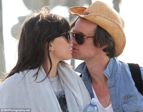 Matt Smith and Daisy Lowe take their never-ending PDA Stateside     1