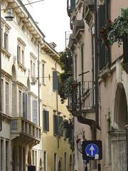 Northern Italy 2009: One way (mdiepraam) Tags: italy italia north verona 2009 italie nord streetview noord