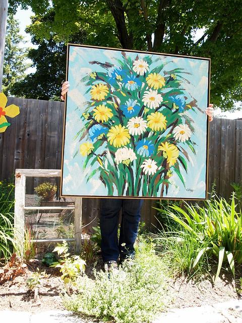 a big beautiful daisy painting