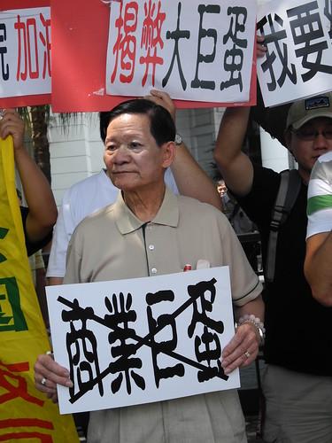 信義區41里里長皆表示支持市議會,5日由新仁里長李財久代表向監院陳情。