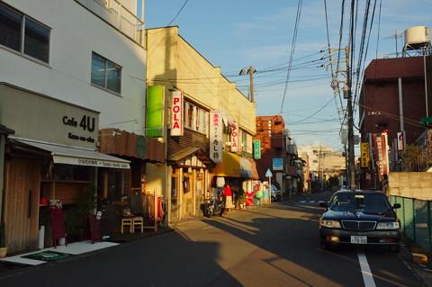 湘南モノレールと観音食堂 大船