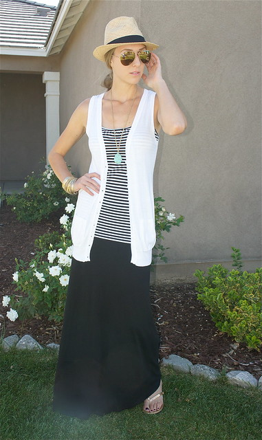 Maxi skirt with panama hat