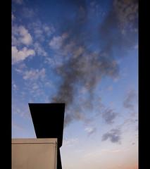 (sga77) Tags: barca nuvole ship nave porto napoli palermo navi bianco nero fumo traghetto partenza inquinamento grandi benzina petrolio carburante snav sporcare veloci
