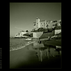 Lunes al Sol (m@®©ãǿ►ðȅtǭǹȁðǿr◄©) Tags: bw españa blancoynegro canon monocromo catalunya tarragona tamarit altafulla costadorada canonefs1855mmf3556 lunesalsol canoneos400ddigital m®©ãǿ►ðȅtǭǹȁðǿr◄© marcovianna