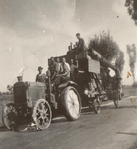 389-3 Oficis - Tractor antic màquina de batre i construcció d
