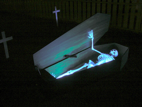 Halloween 2011 Coffin Open