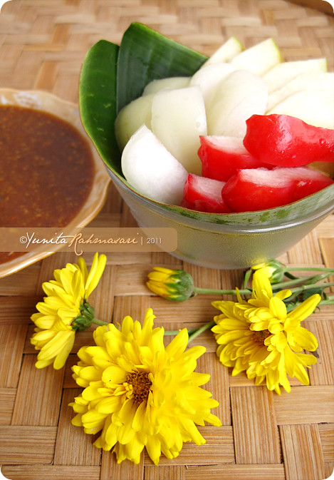 Rujak Manis Buah (Red & White Rose Apples and Rome Beauty Apples)