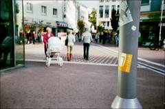 (manni39) Tags: street leica film 35mm iso400 mainz c1 varioelmar leicac1 rossmannfilm varioelmar38105mm