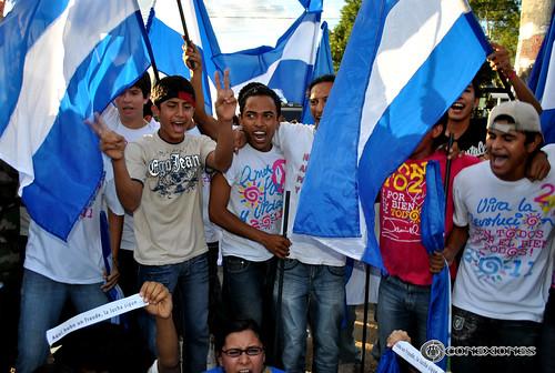 Jóvenes seguidores de Daniel Ortega. Foto: Enmanuel Castro / CONEXIONES