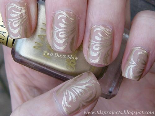 Gold Swirl Manicure