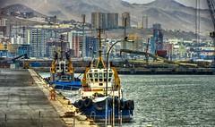 Remolcadores (Victorddt) Tags: chile puerto tugboat sonycybershot antofagasta remolcador iiregión baracos dsch55