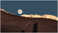 Moonset & Sunrise (glness) Tags: morning moon sunrise dawn colorado fullmoon rockymountains moonset summitcounty gorerange canon5dmarkii gregness canones100400mmf4556lis