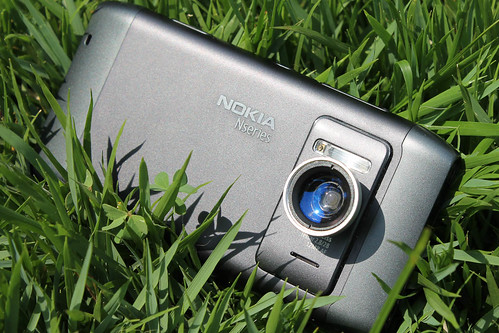 Nokia N8 with extra Lens