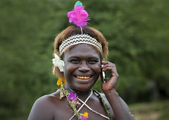 Bougainville woman on the phone -  Papua New Guinea (Eric Lafforgue) Tags: island culture tribal png tradition papuanewguinea oceania bougainville  oceanie mobiletelephone papuaneuguinea papuanuovaguinea  papouasienouvelleguine papouasienouvelleguinee papuaniugini papoeanieuwguinea papusianovaguin papuanyaguinea   papanuevaguinea    paapuauusguinea  papuanovaguin papuanovguinea   papuanowagwinea papuanugini papuanyguinea  tribetribu png6468