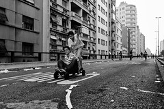 (leo.eloy) Tags: street urban blackandwhite boys bike digital photography child saopaulo sunday skate rua minhocao viradacultural leoeloy baixocentro