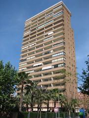 Edificio en pleno centro de Benidorm, muy cerca de la playa Levante. Solicite más información a su inmobiliaria de confianza en Benidorm  www.inmobiliariabenidorm.com