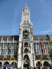 Neues Rathaus. The west facade and 246 foot (85 m) tower were completed in 1905.