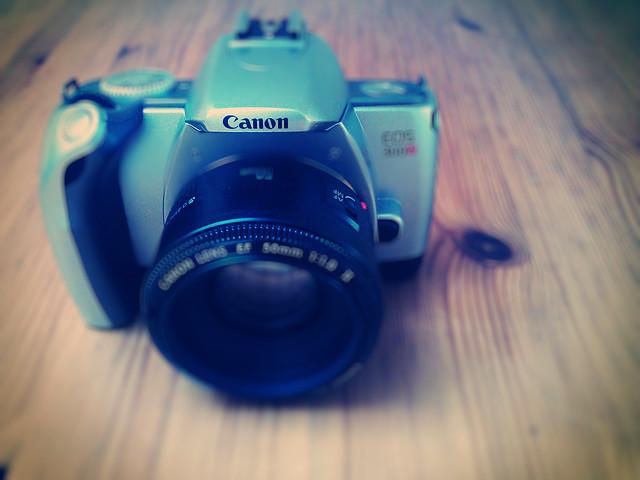 Canon Eos 300V + Canon 50mm F1.8