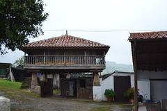 Romnico en Villaviciosa (Asturies) (Trix: Pierre qui roule .......) Tags: asturias asturies romnico cantbrico 2011 llugs beasirvent beatrizsirvent concellodevillaviciosa