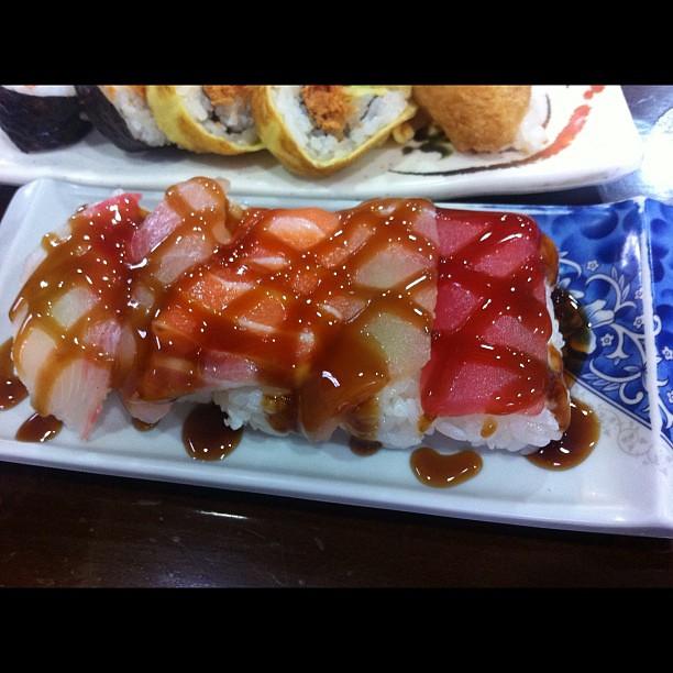 淋醬油膏的握壽司