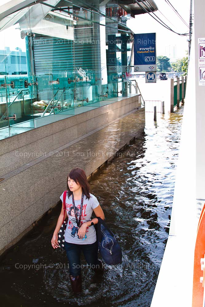 Bangkok Flood @ ChatuChak Park MRT, Bangkok, Thailand