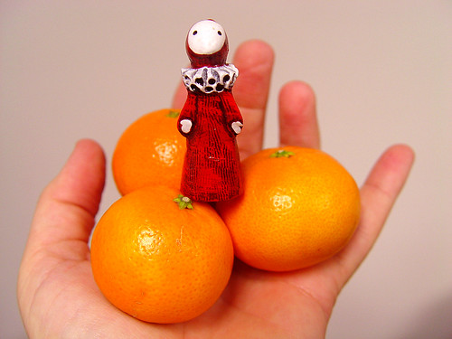 poppet and clementines in hand