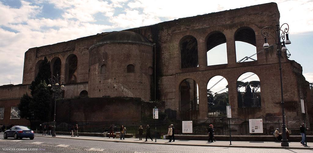 A basílica monumental de Maxêncio e Constantino, um dos monumentos mais bem conservados do Fórum Romano.