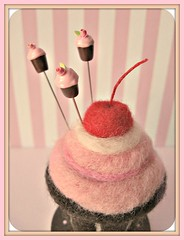 felted cupcake pincushion (Pinks & Needles (used to be Gigi & Big Red)) Tags: quilt sewing craft sew pincushion etsy gigiminor pinksandneedles pintoppers pintopper sewingpin