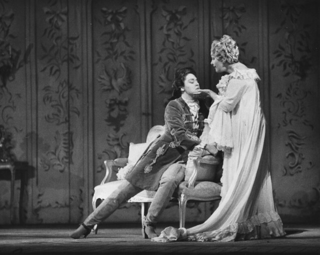 Sena Jurinac as Octavian in Der Rosenkavalier, with Elisabeth Schwarzkopf as the Marschallin, Dec 1959 © ROH Collections/ROH 1959