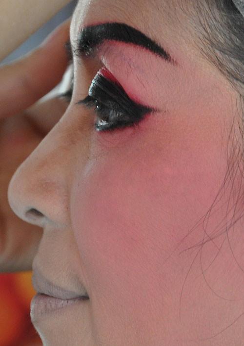 make up - backstage - Teochew Opera.