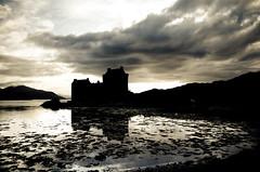 Eilean Donan Castle (Jesus Belzunce) Tags: uk castle contraluz scotland nikon escocia highland eilean donan castillo d7000