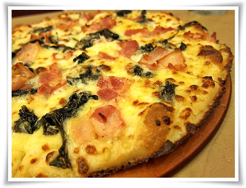 Pizza Hut's 3-Cheese, Spinach and Bacon pizza -- yummy!