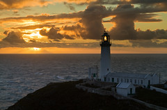 tua'r gorllewin (i.m.j.) Tags: light sunset sea orange lighthouse seascape water wales clouds landscape island coast lowresolution horizon cymru windy cliffs explore welsh dwr cymraeg oren mr anglesey machlud southstack cymylau ynysmn golau imj arfordir tirlun goleudy clogwyni ynyslawd canon24105mml ndgrad dr gorwel gwyntog canon7d dngradd ongllydan